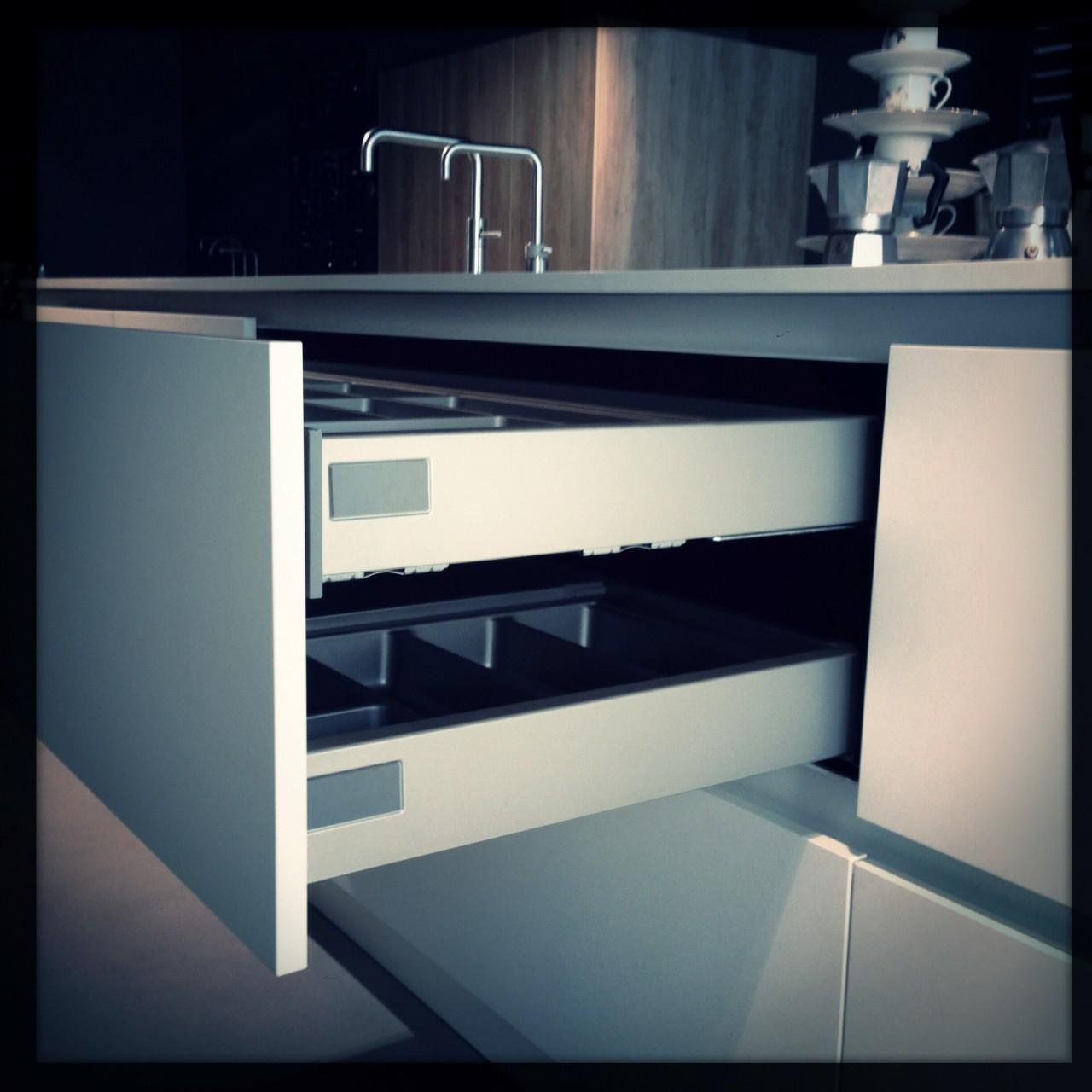 betsekbak in binnenlade keuken